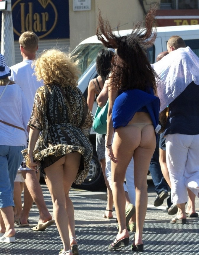 【パンチラエロ画像】素人娘のスカートが強風に煽られて公衆の面前でパンツが丸見えwwww 39