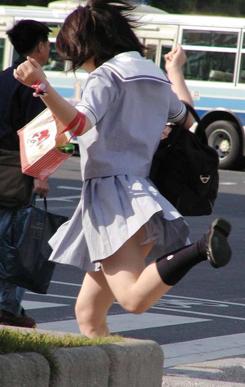 【パンチラエロ画像】素人娘のスカートが強風に煽られて公衆の面前でパンツが丸見えwwww 59