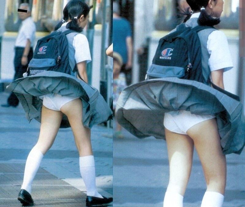 【パンチラエロ画像】素人娘のスカートが強風に煽られて公衆の面前でパンツが丸見えwwww 77