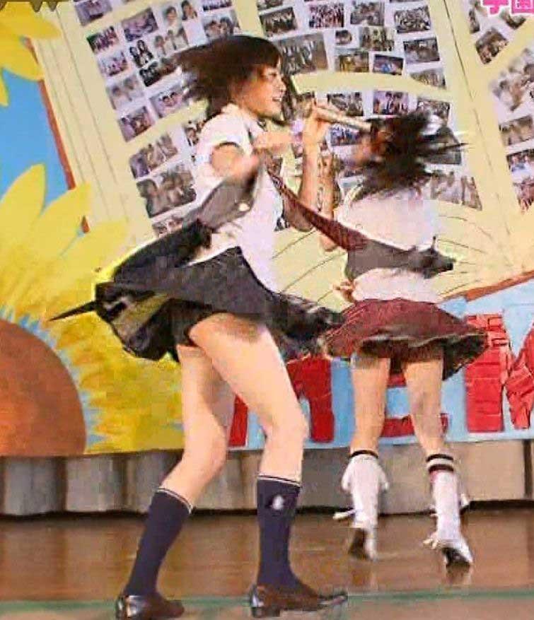 【AKB48放送事故画像】アイドルっていつでもどこでもエロいハプニングを期待されて大変だなぁw 14