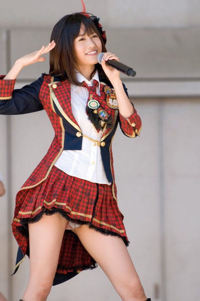 【AKB48放送事故画像】アイドルっていつでもどこでもエロいハプニングを期待されて大変だなぁw 16