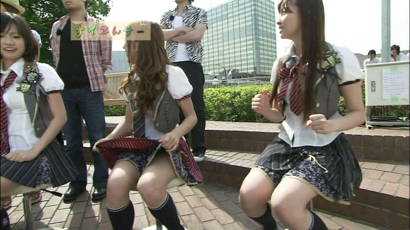 【AKB48放送事故画像】アイドルっていつでもどこでもエロいハプニングを期待されて大変だなぁw 54