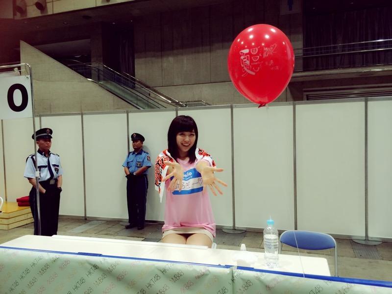 【AKB48放送事故画像】アイドルっていつでもどこでもエロいハプニングを期待されて大変だなぁw 74