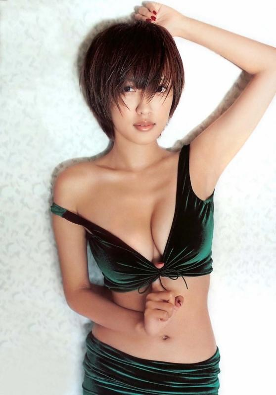 【夏菜グラビア画像】アラサーになってもショートヘアが似合って可愛いスレンダー美人女優 04