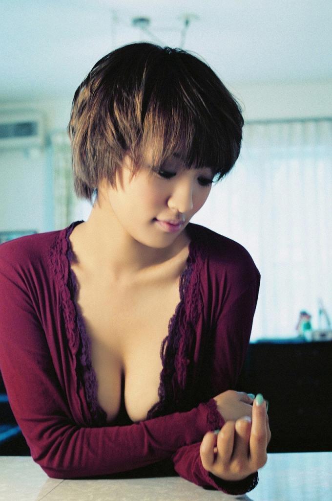 【夏菜グラビア画像】アラサーになってもショートヘアが似合って可愛いスレンダー美人女優 11