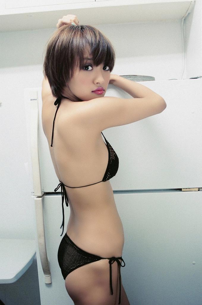 【夏菜グラビア画像】アラサーになってもショートヘアが似合って可愛いスレンダー美人女優 12
