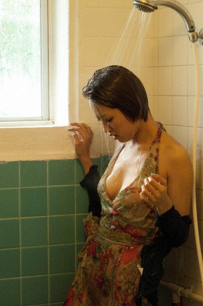 【夏菜グラビア画像】アラサーになってもショートヘアが似合って可愛いスレンダー美人女優 14