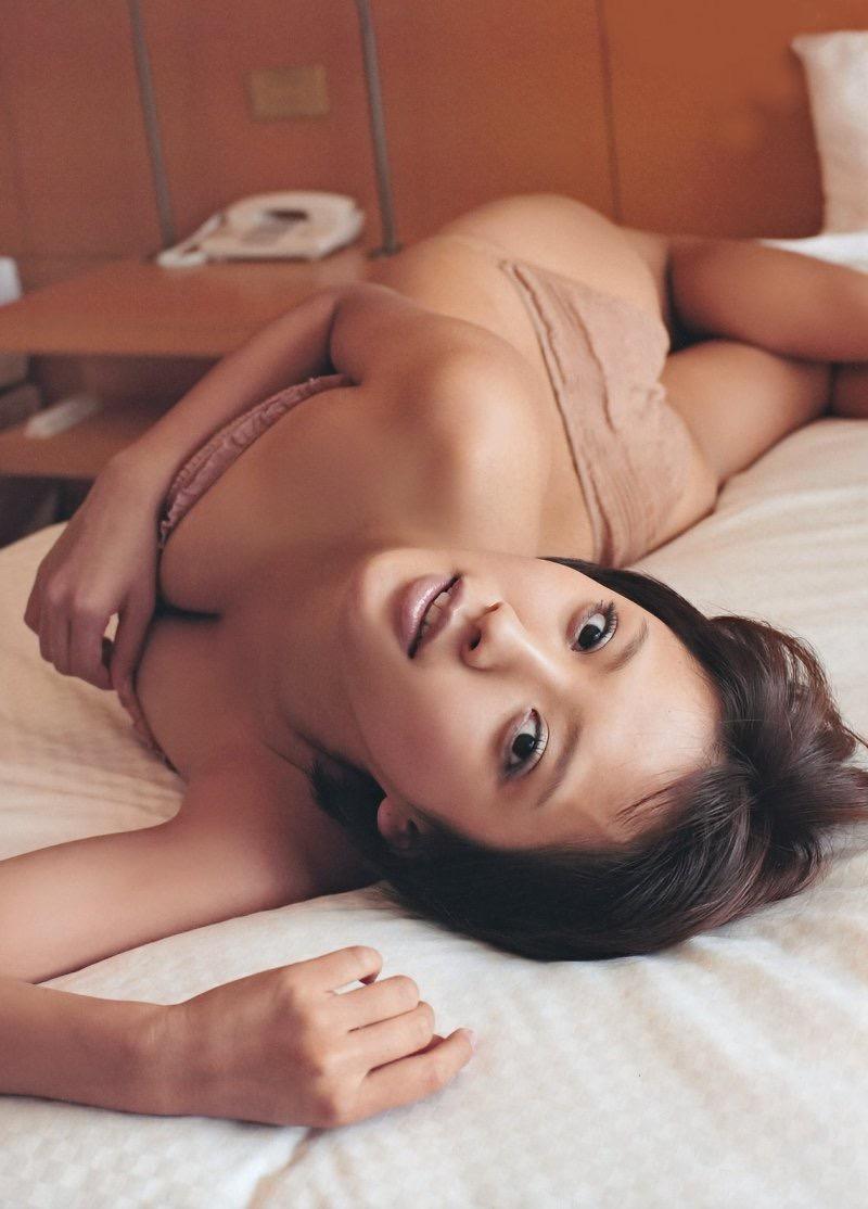 【夏菜グラビア画像】アラサーになってもショートヘアが似合って可愛いスレンダー美人女優 38