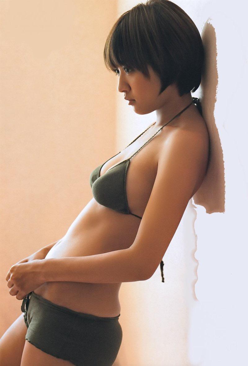 【夏菜グラビア画像】アラサーになってもショートヘアが似合って可愛いスレンダー美人女優 46