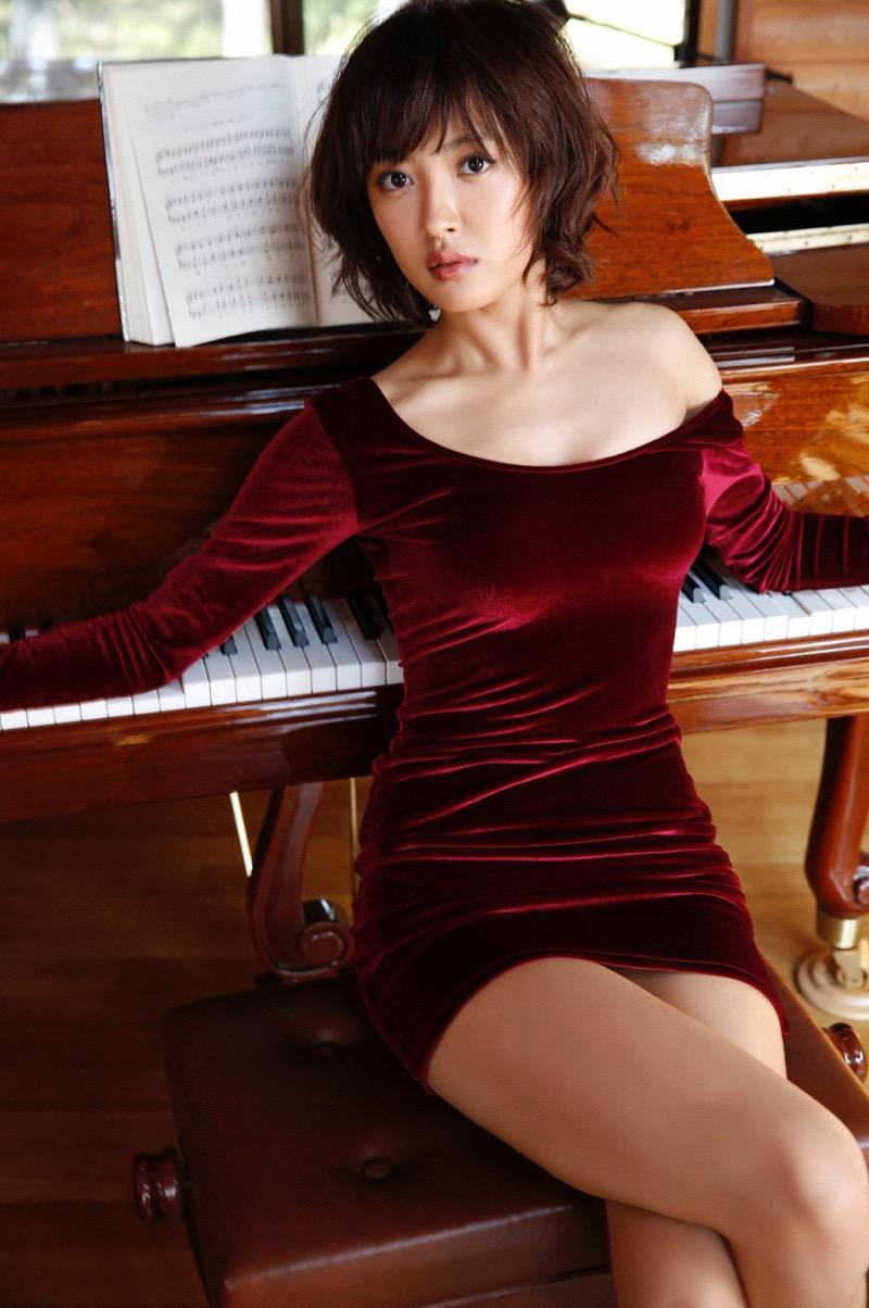 【夏菜グラビア画像】アラサーになってもショートヘアが似合って可愛いスレンダー美人女優 51