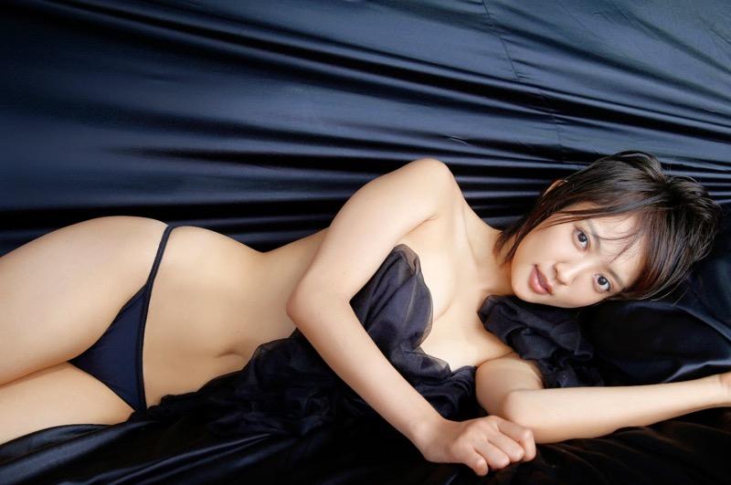 【夏菜グラビア画像】アラサーになってもショートヘアが似合って可愛いスレンダー美人女優 78