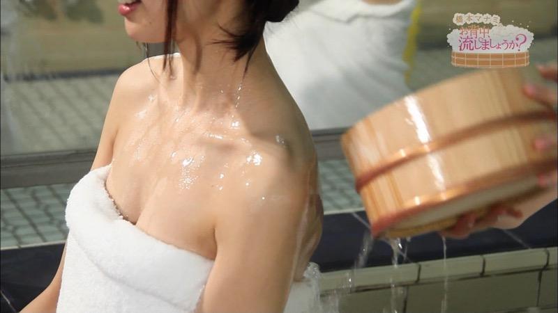 【温泉キャプ画像】橋本マナミがグラビアアイドルの背中を流しながら放送事故が起きそうなエロトークw 80