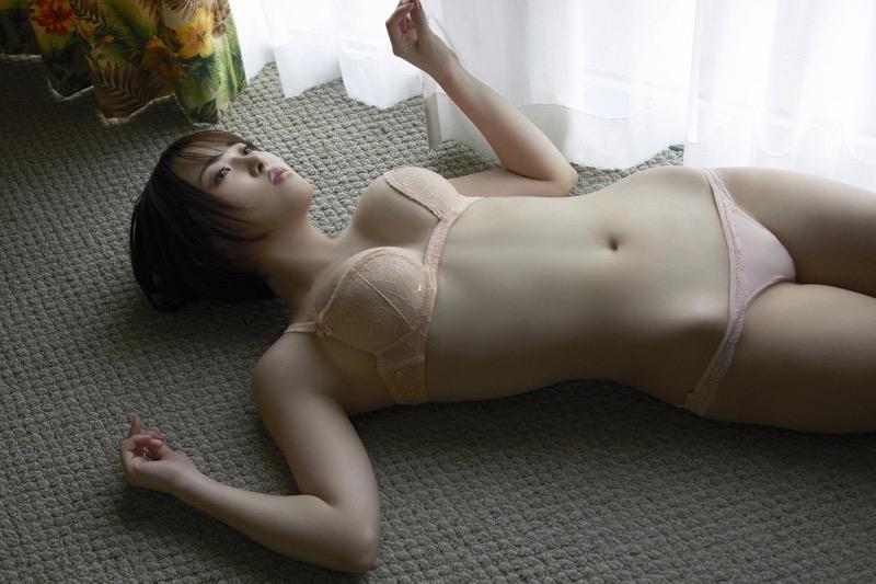 【忍野さらグラビア画像】Gカップグラドルがクイッと突き出したエロい美尻にザーメンぶっかけたい! 100