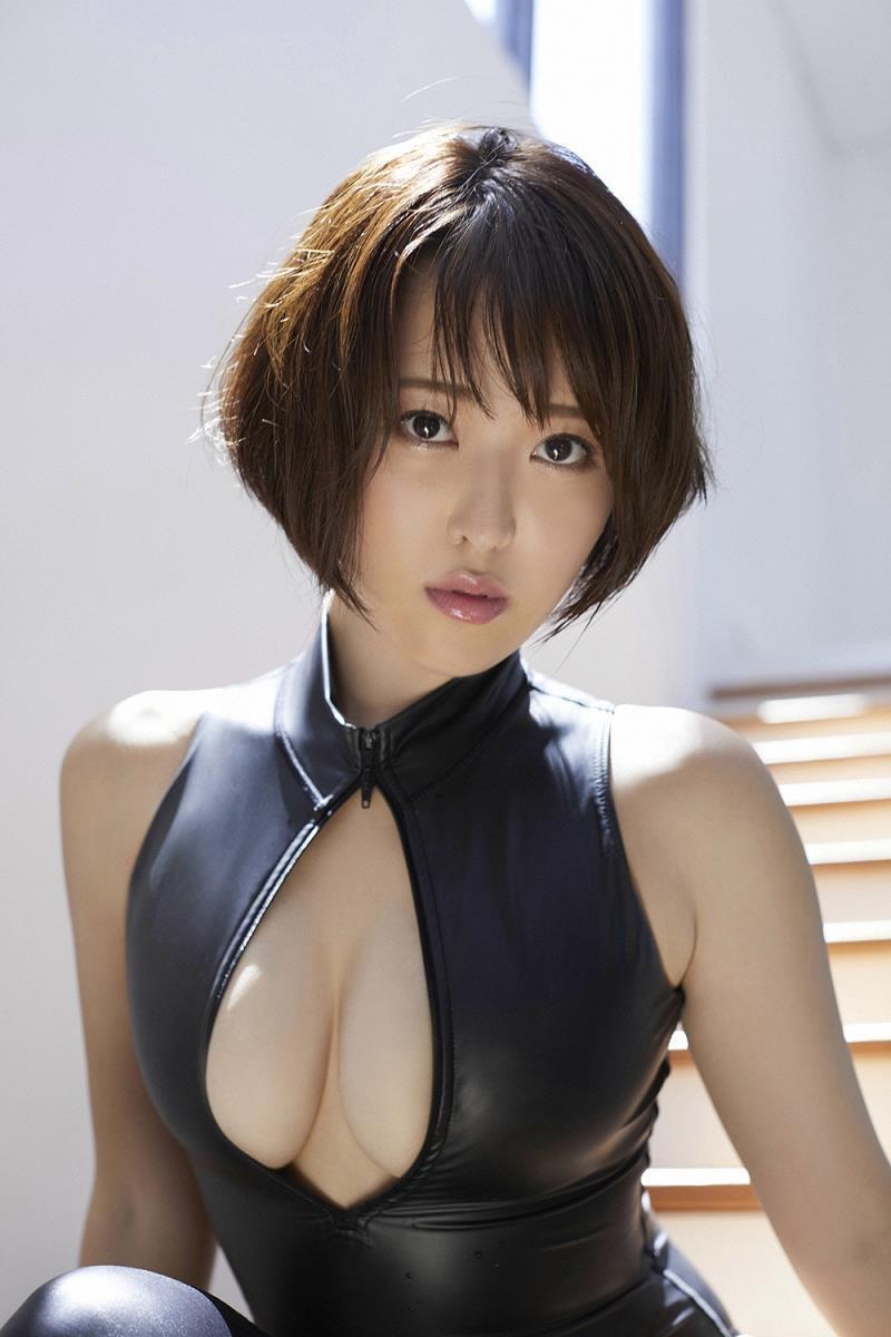 【忍野さらグラビア画像】Gカップグラドルがクイッと突き出したエロい美尻にザーメンぶっかけたい! 12