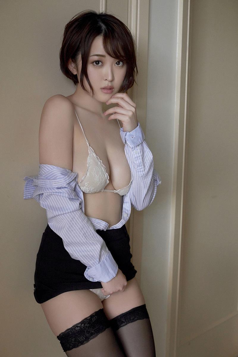 【忍野さらグラビア画像】Gカップグラドルがクイッと突き出したエロい美尻にザーメンぶっかけたい! 21