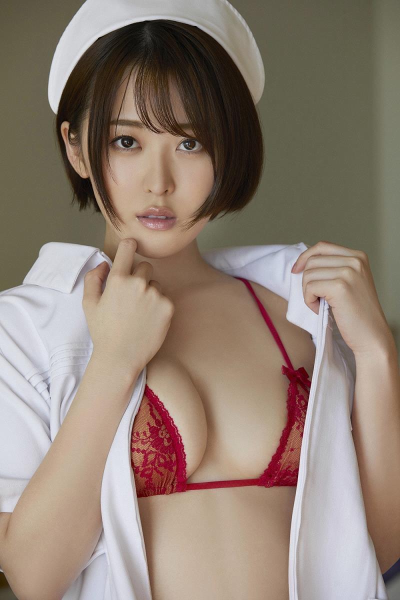 【忍野さらグラビア画像】Gカップグラドルがクイッと突き出したエロい美尻にザーメンぶっかけたい! 24