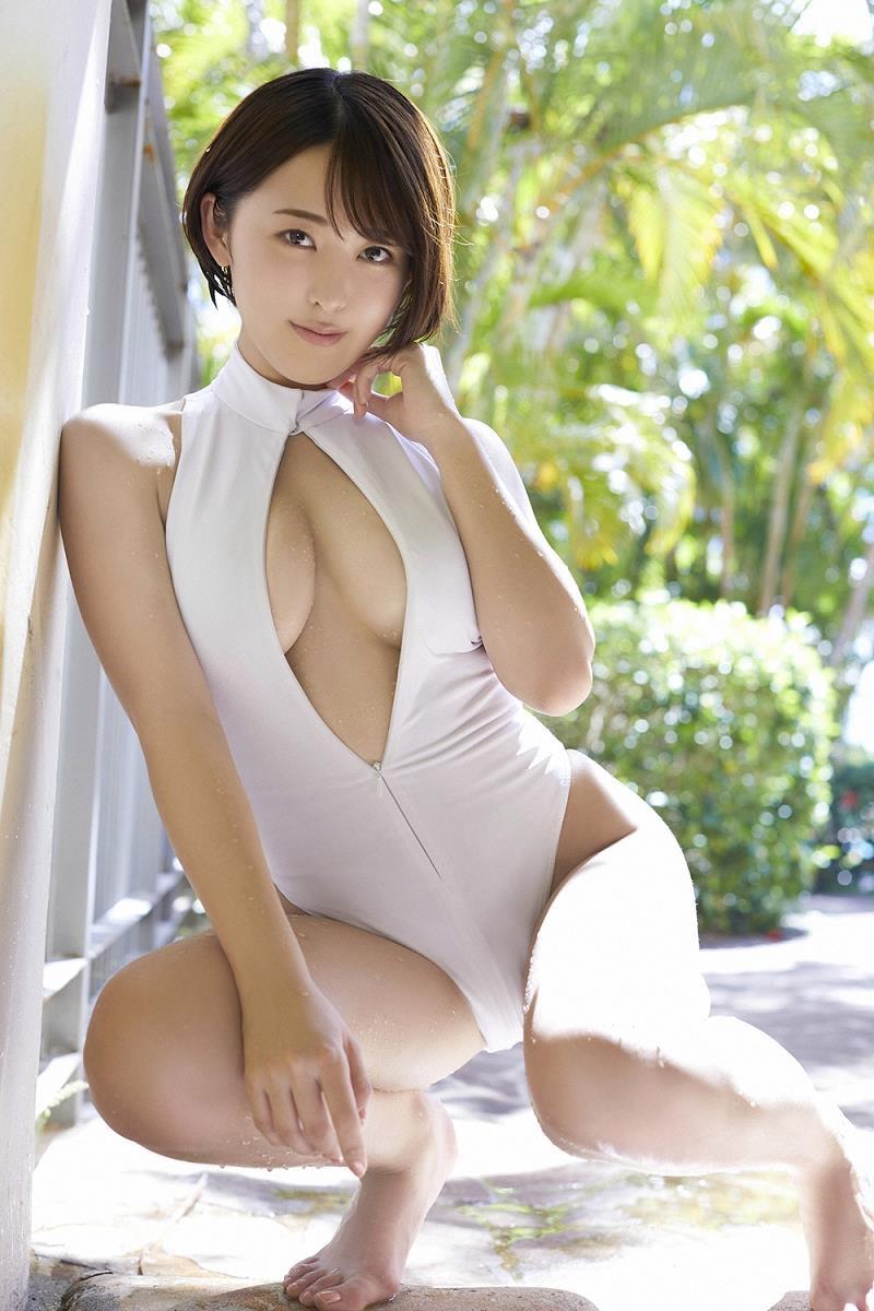 【忍野さらグラビア画像】Gカップグラドルがクイッと突き出したエロい美尻にザーメンぶっかけたい! 26