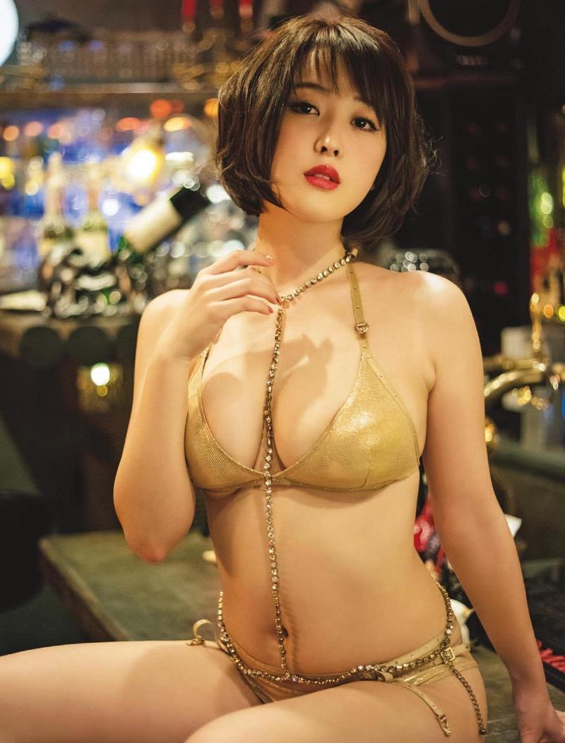 【忍野さらグラビア画像】Gカップグラドルがクイッと突き出したエロい美尻にザーメンぶっかけたい! 59