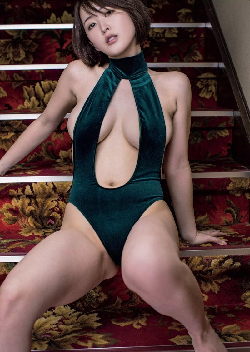 【忍野さらグラビア画像】Gカップグラドルがクイッと突き出したエロい美尻にザーメンぶっかけたい! 69