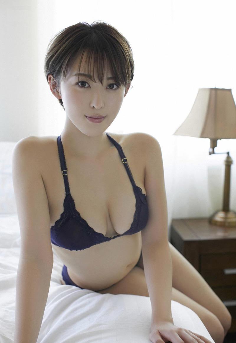 【忍野さらグラビア画像】Gカップグラドルがクイッと突き出したエロい美尻にザーメンぶっかけたい! 72