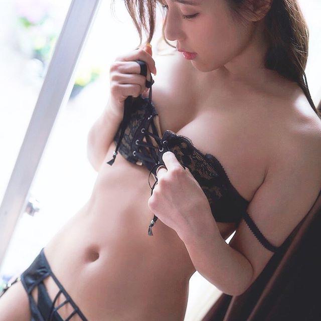 【夏本あさみエロ画像】アイドルから転身した美少女グラドルのスレンダーな軟体ボディがめちゃシコ! 100
