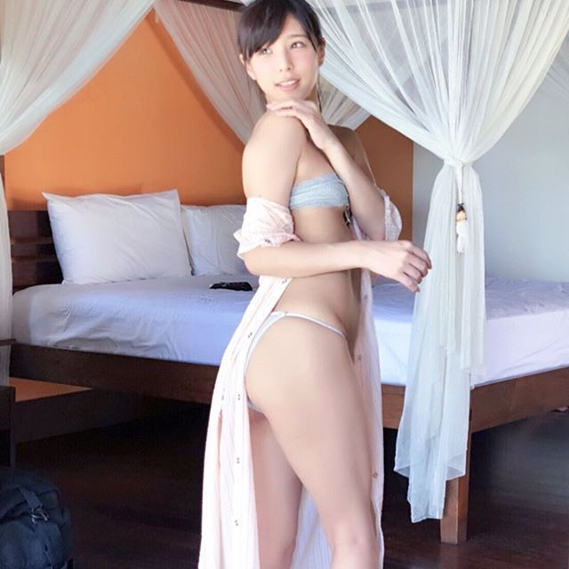【夏本あさみエロ画像】アイドルから転身した美少女グラドルのスレンダーな軟体ボディがめちゃシコ! 23