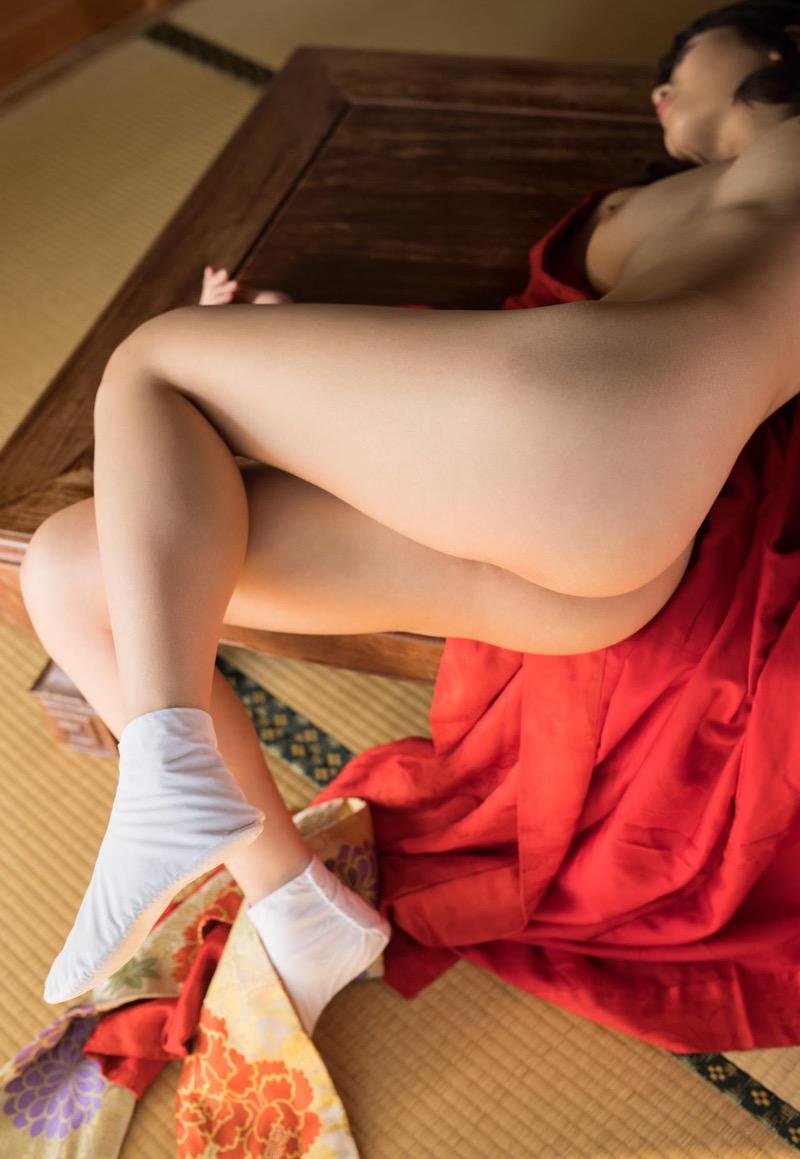 【和服エロ画像】浴衣や着物を着崩しながらチンポを咥え込んでハメまくる着衣セックス画像 26