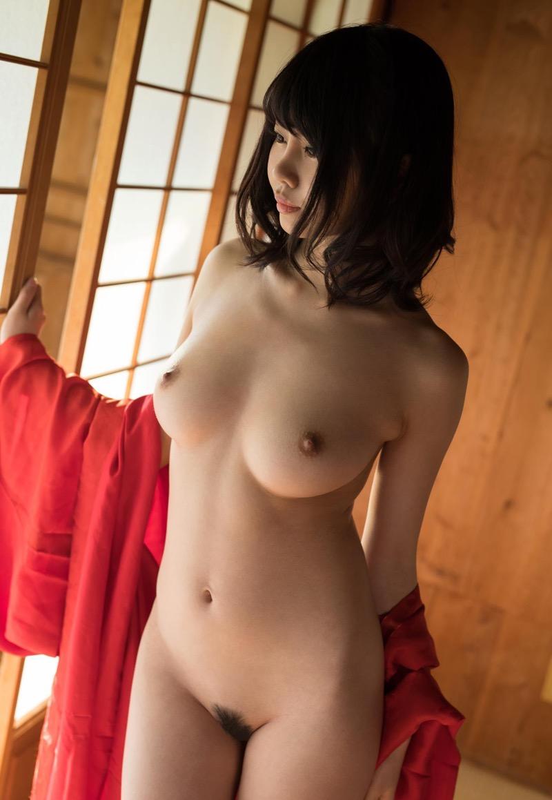 【和服エロ画像】浴衣や着物を着崩しながらチンポを咥え込んでハメまくる着衣セックス画像 29