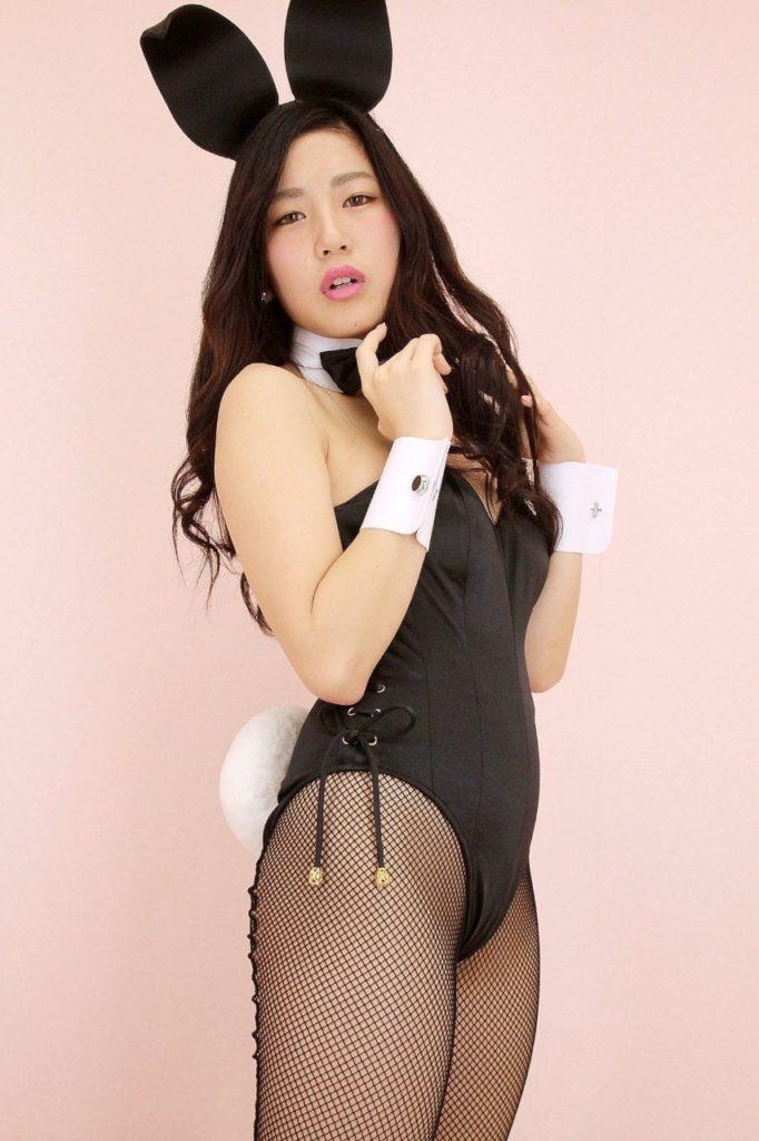 【バニーガール画像】セクシー美女がウサ耳着けてハイレグに網タイツを穿いてる姿がめちゃスコ! 11