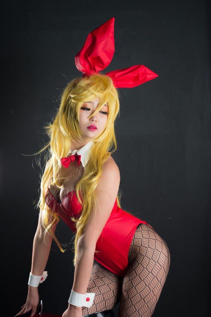 【バニーガール画像】セクシー美女がウサ耳着けてハイレグに網タイツを穿いてる姿がめちゃスコ! 13