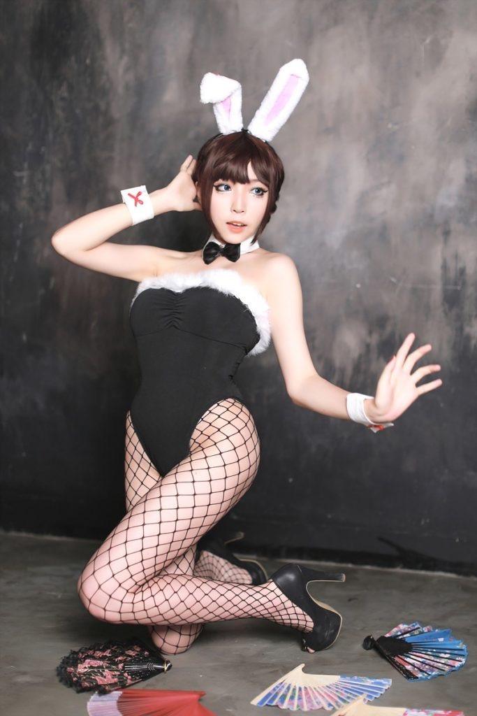 【バニーガール画像】セクシー美女がウサ耳着けてハイレグに網タイツを穿いてる姿がめちゃスコ! 22