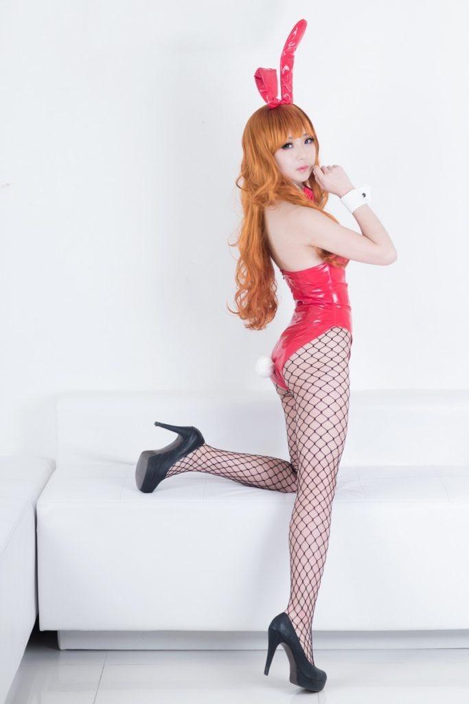 【バニーガール画像】セクシー美女がウサ耳着けてハイレグに網タイツを穿いてる姿がめちゃスコ! 25