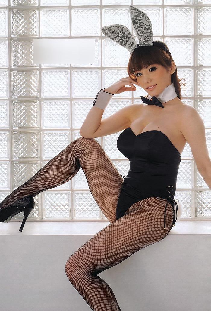 【バニーガール画像】セクシー美女がウサ耳着けてハイレグに網タイツを穿いてる姿がめちゃスコ! 31