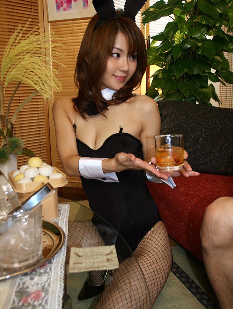 【バニーガール画像】セクシー美女がウサ耳着けてハイレグに網タイツを穿いてる姿がめちゃスコ! 40