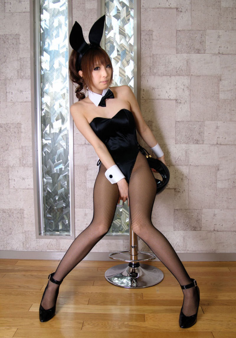 【バニーガール画像】セクシー美女がウサ耳着けてハイレグに網タイツを穿いてる姿がめちゃスコ! 44