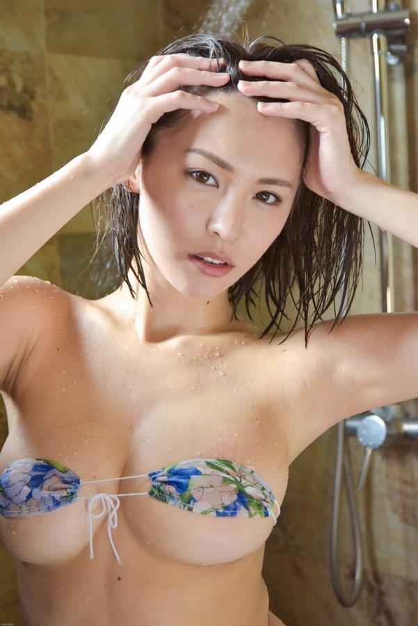 【奈月セナグラビア画像】モデル顔負けな長身にGカップ巨乳と巨尻のメリハリボディが激シコ! 05