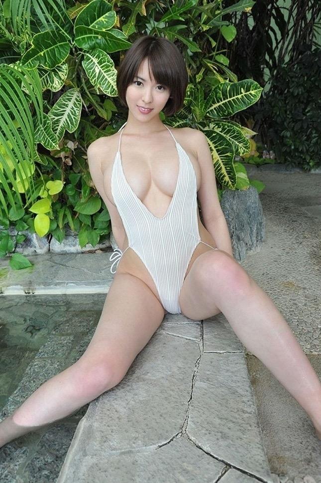 【奈月セナグラビア画像】モデル顔負けな長身にGカップ巨乳と巨尻のメリハリボディが激シコ! 14