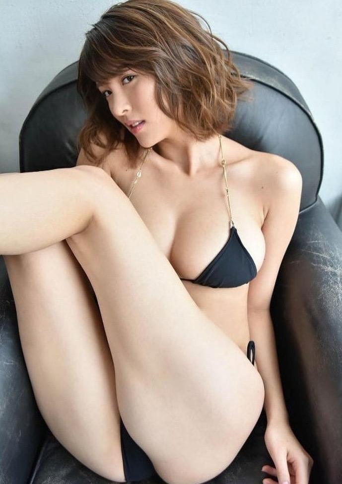 【奈月セナグラビア画像】モデル顔負けな長身にGカップ巨乳と巨尻のメリハリボディが激シコ! 15