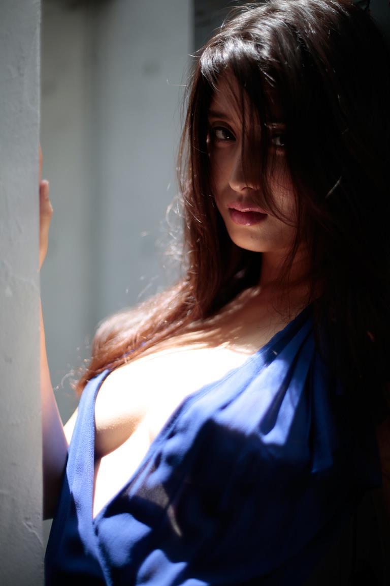 【橋本マナミグラビア画像】艶めかしい色気が魅力的なGカップ美熟女のセックスみたいなエロ写真 07