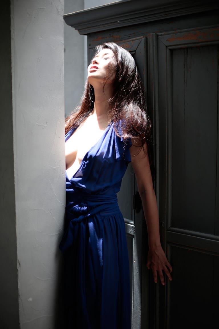 【橋本マナミグラビア画像】艶めかしい色気が魅力的なGカップ美熟女のセックスみたいなエロ写真 08