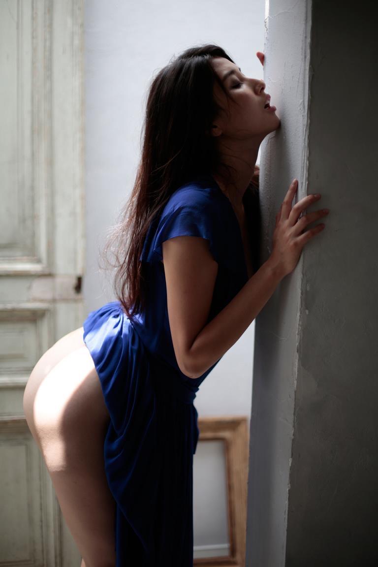 【橋本マナミグラビア画像】艶めかしい色気が魅力的なGカップ美熟女のセックスみたいなエロ写真 09