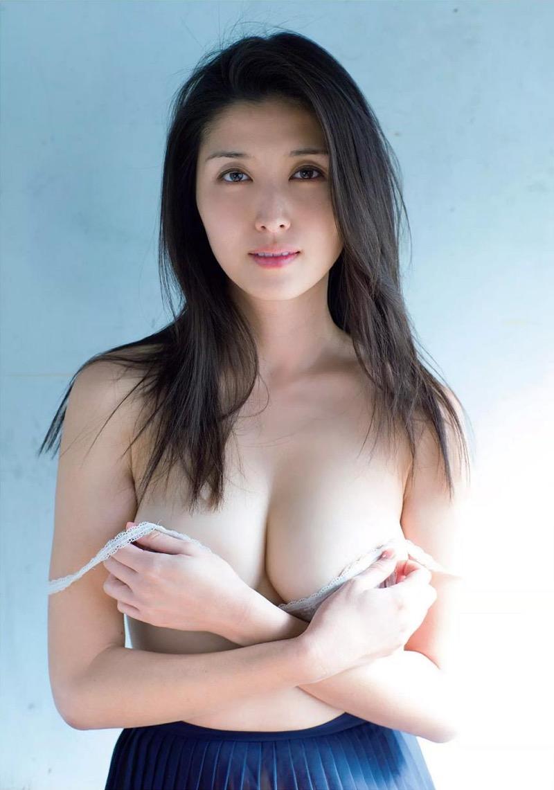 【橋本マナミグラビア画像】艶めかしい色気が魅力的なGカップ美熟女のセックスみたいなエロ写真 28