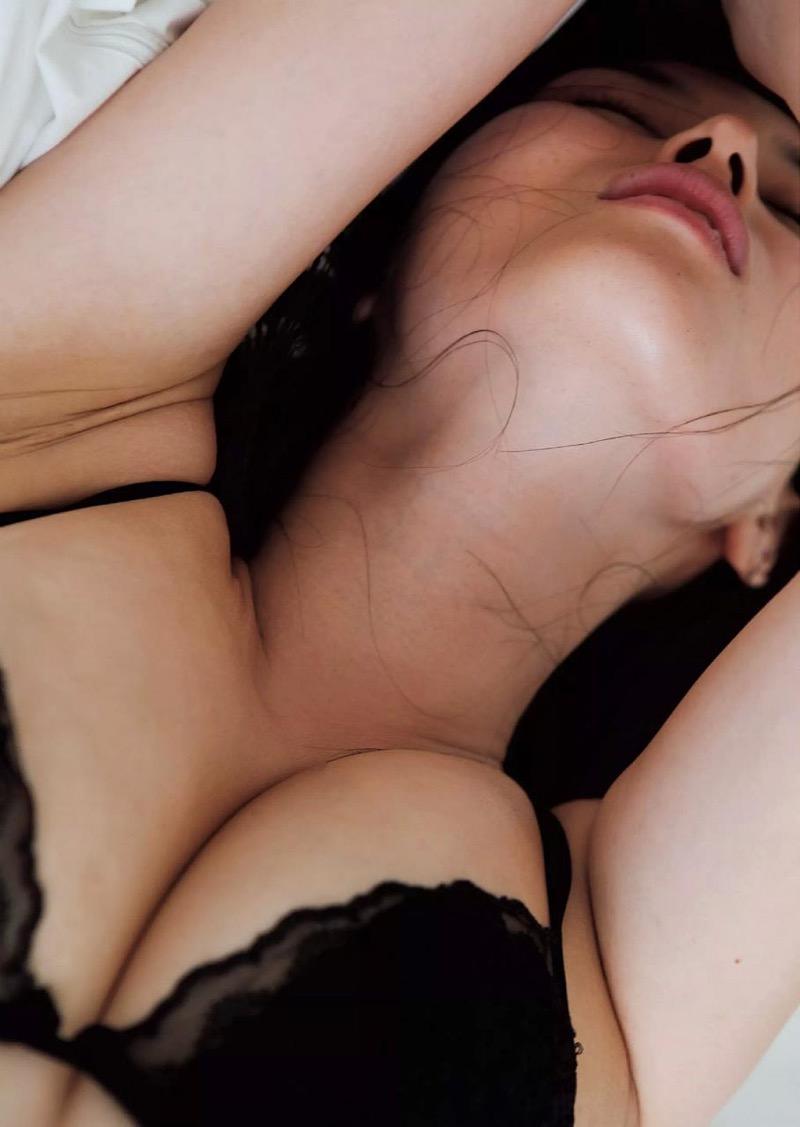 【橋本マナミグラビア画像】艶めかしい色気が魅力的なGカップ美熟女のセックスみたいなエロ写真 45