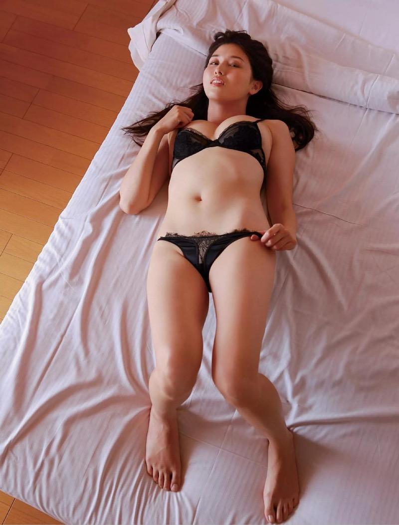【橋本マナミグラビア画像】艶めかしい色気が魅力的なGカップ美熟女のセックスみたいなエロ写真 61