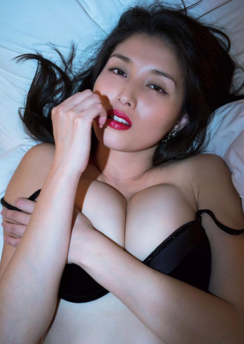 【橋本マナミグラビア画像】艶めかしい色気が魅力的なGカップ美熟女のセックスみたいなエロ写真 66