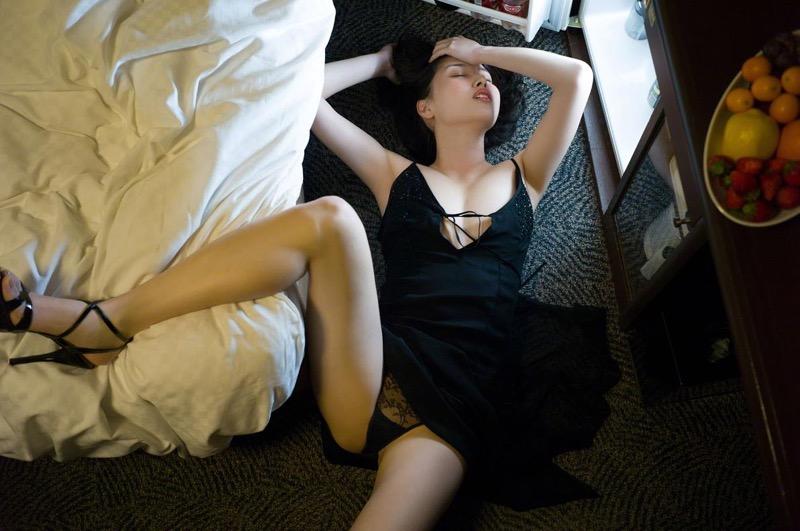【橋本マナミグラビア画像】艶めかしい色気が魅力的なGカップ美熟女のセックスみたいなエロ写真 69