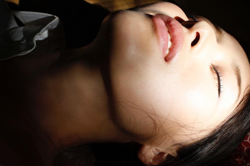 【橋本マナミグラビア画像】艶めかしい色気が魅力的なGカップ美熟女のセックスみたいなエロ写真 72