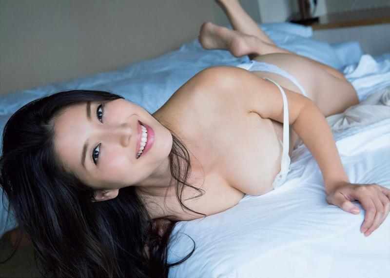 【橋本マナミグラビア画像】艶めかしい色気が魅力的なGカップ美熟女のセックスみたいなエロ写真 75