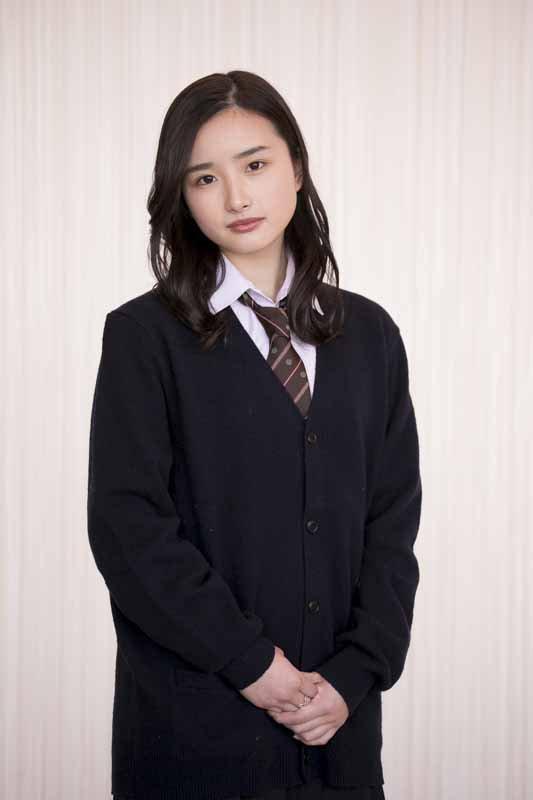 【安倍乙グラビア画像】素朴な雰囲気だけど時々感じるセクシーさが魅力的な10代の太眉美少女 04