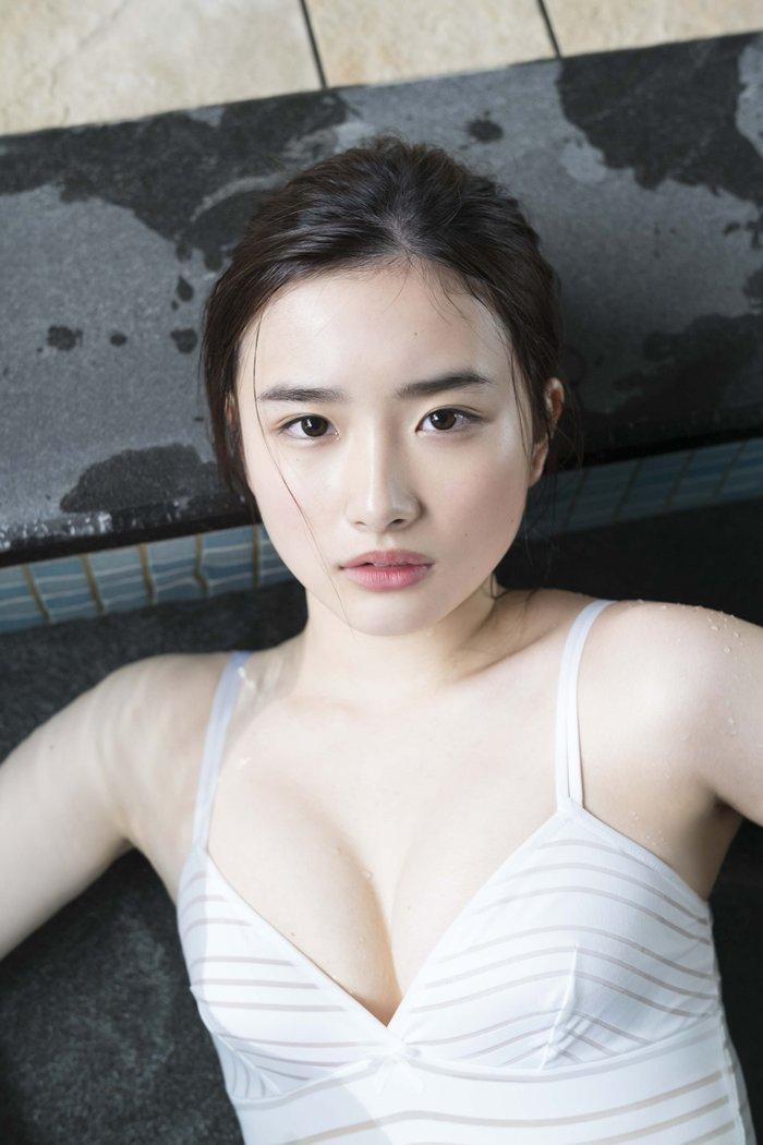 【安倍乙グラビア画像】素朴な雰囲気だけど時々感じるセクシーさが魅力的な10代の太眉美少女 07